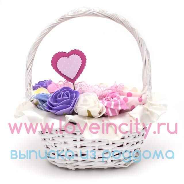Подарок для новорожденных в корзине