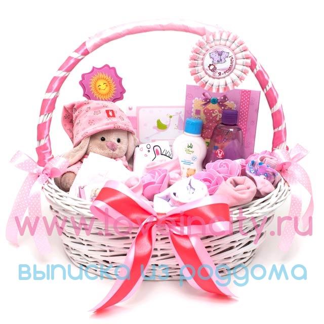 Корзина с подарками на рождение 97